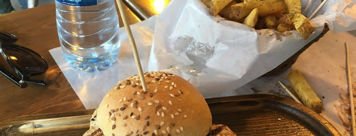 Dukkan Burger | دکان برگر is one of Lieux qui ont plu à Nora.