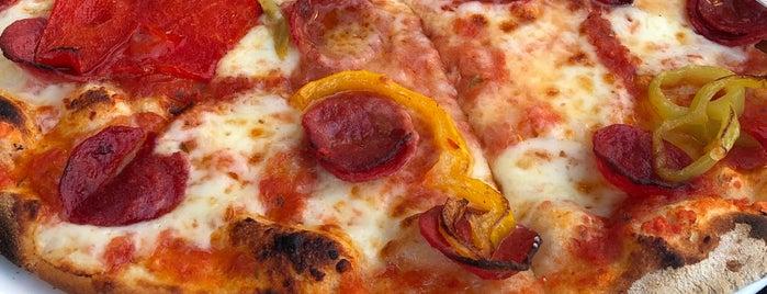 Pizzeria C'e is one of Orte, die Nilay gefallen.