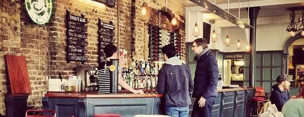 Crown & Anchor is one of London ••Spottet••.