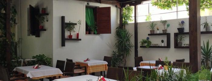 Nefeli Garden Restaurant is one of Peter'in Beğendiği Mekanlar.