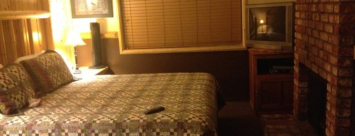 Rodeway Inn & Suites at Fireside Lodge is one of Brianaさんの保存済みスポット.