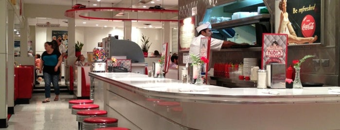 Ruby's Diner is one of Posti che sono piaciuti a Todd.