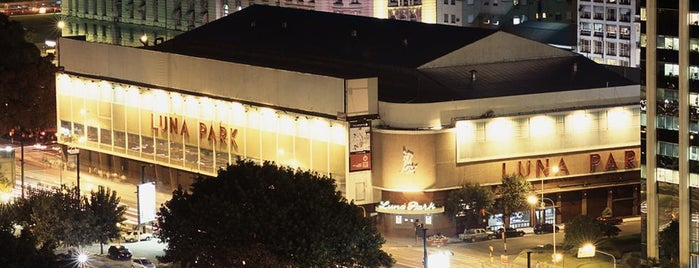 Luna Park is one of Teatros de Buenos Aires.