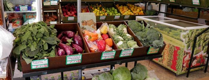 Thassos Bazaar is one of สถานที่ที่บันทึกไว้ของ Emre.