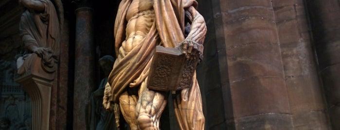Duomo di Milano is one of Lee'nin Beğendiği Mekanlar.