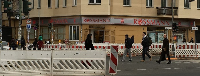 Rossmann is one of Lieux qui ont plu à Dennis.
