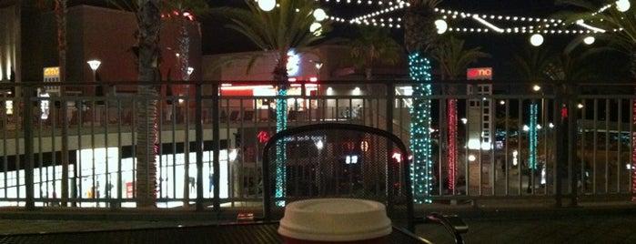 Starbucks is one of Orte, die Alberto J S gefallen.
