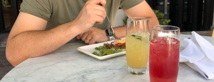 True Food Kitchen is one of สถานที่ที่บันทึกไว้ของ Nam.