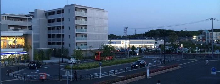 はるひ野駅入口バス停 is one of はるひ野駅 | おきゃくやマップ.