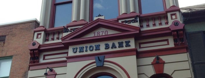 Union Jack Pub & Restaurant is one of Tempat yang Disukai Jason.