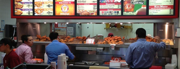 Popeyes Louisiana Kitchen is one of Maryさんの保存済みスポット.