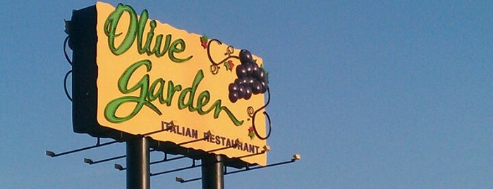 Olive Garden is one of Lugares favoritos de Andres.