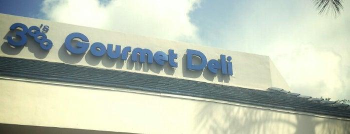 3 G's Gourmet Deli & Restaurant is one of Andy'ın Beğendiği Mekanlar.
