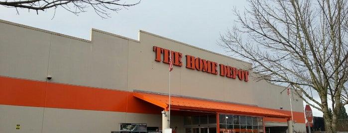 The Home Depot is one of Orte, die Jennifer gefallen.