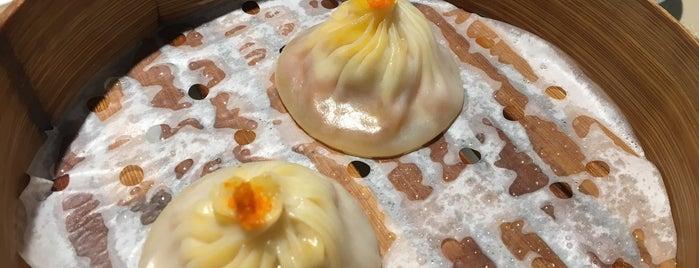 成隆行蟹王府 is one of shanghai+.