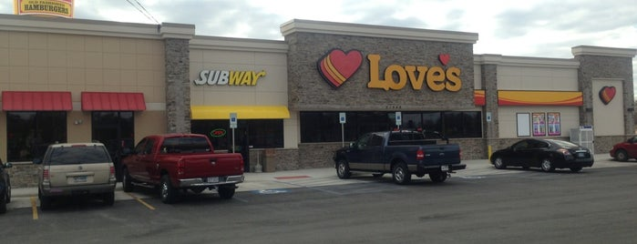 Love's Travel Stop is one of Lieux qui ont plu à Devin.