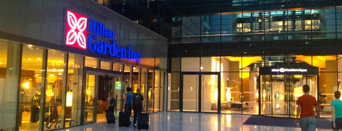 Hilton Frankfurt Airport is one of สถานที่ที่ Elke ถูกใจ.
