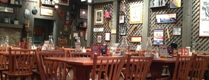 Cracker Barrel Old Country Store is one of Tempat yang Disukai Daniel.