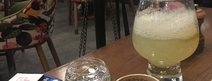Lou Cafe Bistro is one of Tempat yang Disukai Bugra.