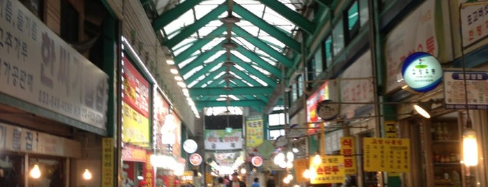 Gangneung Central Market is one of 블루씨 : понравившиеся места.