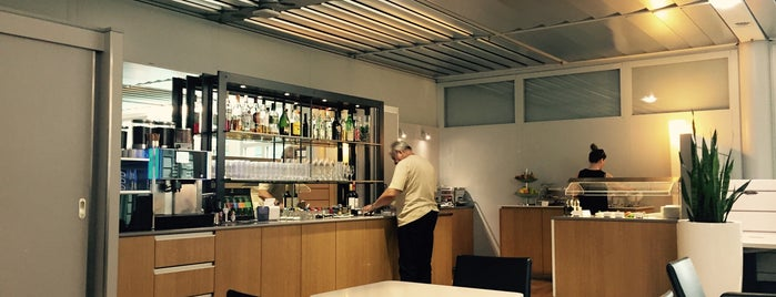 Lufthansa Senator Lounge is one of Lounges.