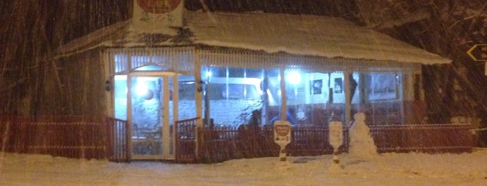 Twins Cafe is one of สถานที่ที่บันทึกไว้ของ Emre.