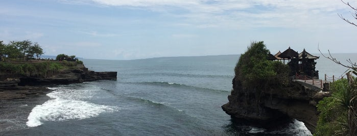 Pantai Tanah Lot is one of Travel Guide to Bali.