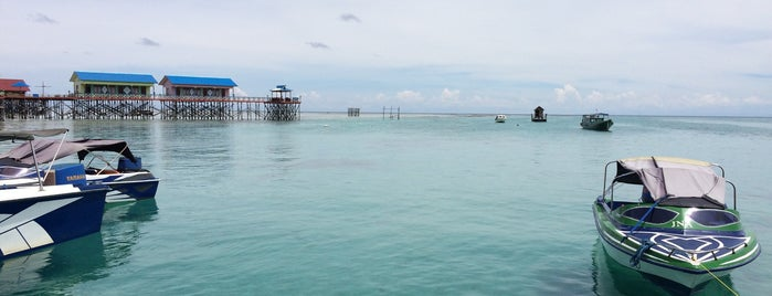 Derawan Island is one of Lugares favoritos de Cinta.