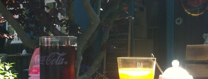 Café TonART is one of Davidさんのお気に入りスポット.