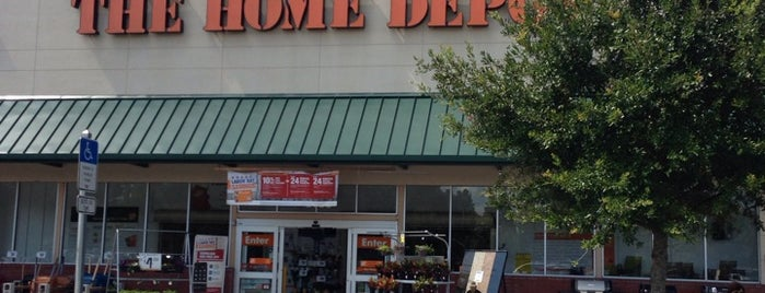The Home Depot is one of Lugares favoritos de Sarah.