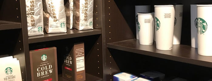 Starbucks is one of Biancaさんのお気に入りスポット.
