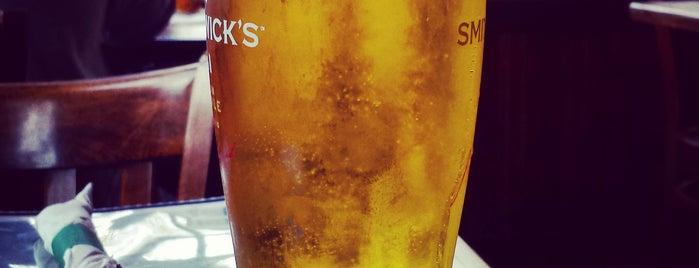 Dublin Village Tavern is one of Lugares favoritos de Mark.