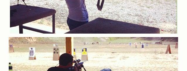 Knob Creek Gun Range is one of Lugares favoritos de Katherine.