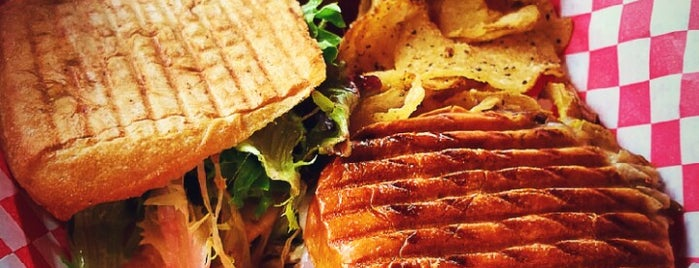Victory Sandwich Bar is one of Tempat yang Disukai Nikki.