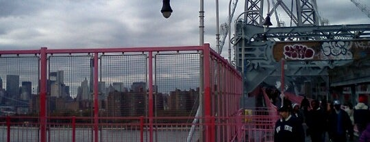 Williamsburg Bridge Pedestrian & Bike Path is one of Where to go NYC.