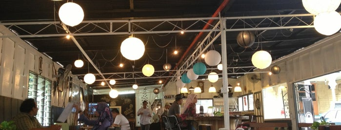 Thumb's Cafe is one of Makan2.