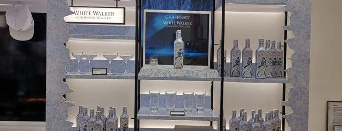 Johnnie Walker Madrid is one of Tempat yang Disukai Max.