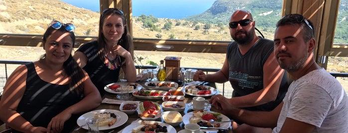 Kardeliz Serpme Köy Kahvaltisi is one of Fatih'in Beğendiği Mekanlar.