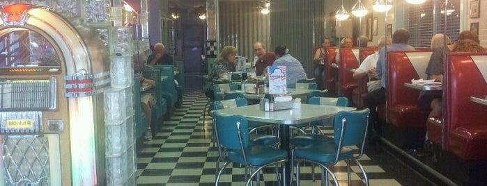 Hub City Diner is one of Lugares guardados de Nikki.