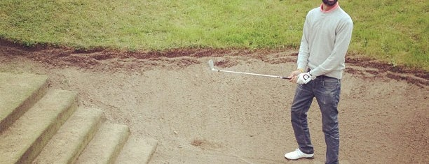 Dukes Meadows Golf & Tennis is one of gezme.