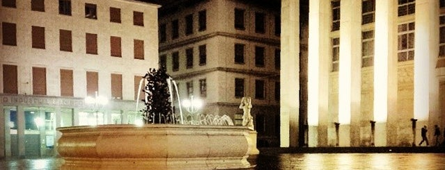 Piazza Della Libertà is one of Bergamo1.
