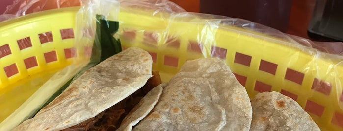 Tacos Villa de Santiago is one of สถานที่ที่ Ismael ถูกใจ.