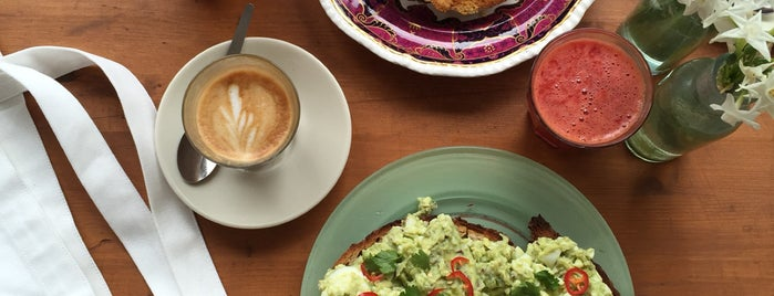 Towpath Cafe is one of Breakfast/Brunch in London.