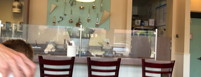 Miss Molly's Cafe & Pastry Shop is one of Locais curtidos por Nancy.