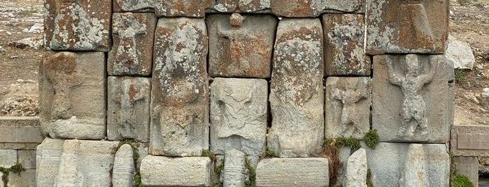 Eflatunpınar Hitit Anıtı is one of Bir Gezginin Seyir Defteri.