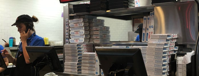 Domino's Pizza is one of Lieux qui ont plu à Paco.