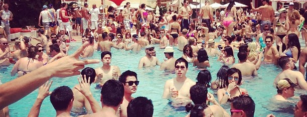 Encore Beach Club is one of X-Country.