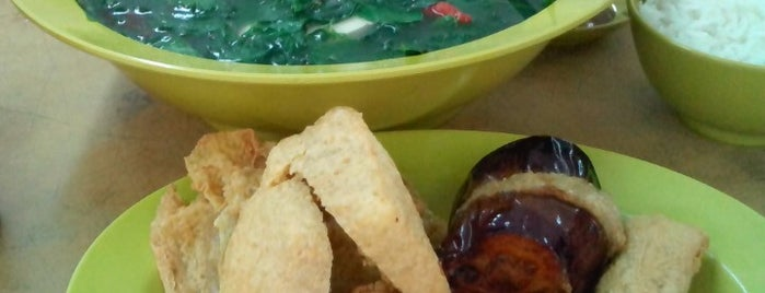 Restoran Yong Tou Foo Chan Chan (真真酿豆腐) is one of To explore.
