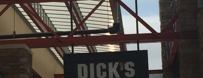 DICK'S Sporting Goods is one of Rob 님이 좋아한 장소.