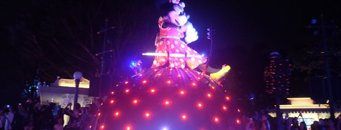 Disney Paint The Night Parade is one of Tempat yang Disukai Chanine Mae.
